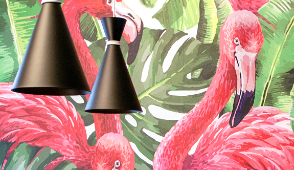 Pienenkin ravintolan sisustukseen kannattaa panostaa - Ravintola Tuuheikko sai seinälleen upean flamingotapetin